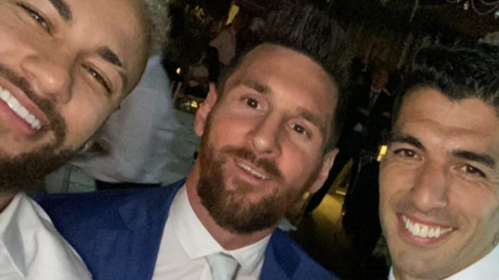Luis Suárez, Lionel Messi y Neymar, de nuevo juntos en el casamiento del crack uruguayo