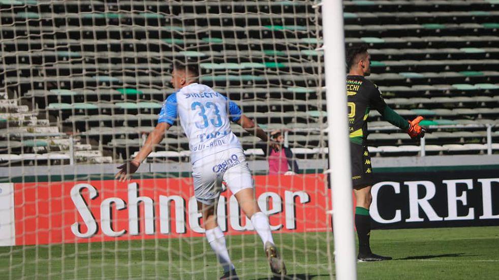 "Dura derrota de Aldosivi: Godoy Cruz goleó por 4 a 1 al ""Tiburón"""