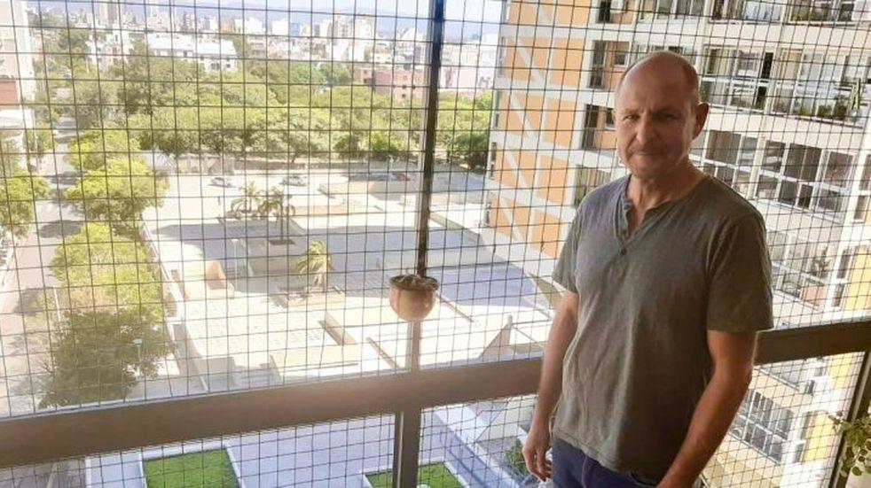 Video: Un tenor cordobés deleitó a vecinos de Alto Alberdi con su voz