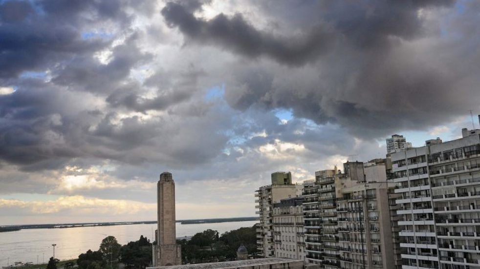 Anticipan que el cielo seguirá cubierto hasta la mañana del lunes. (Archivo)
