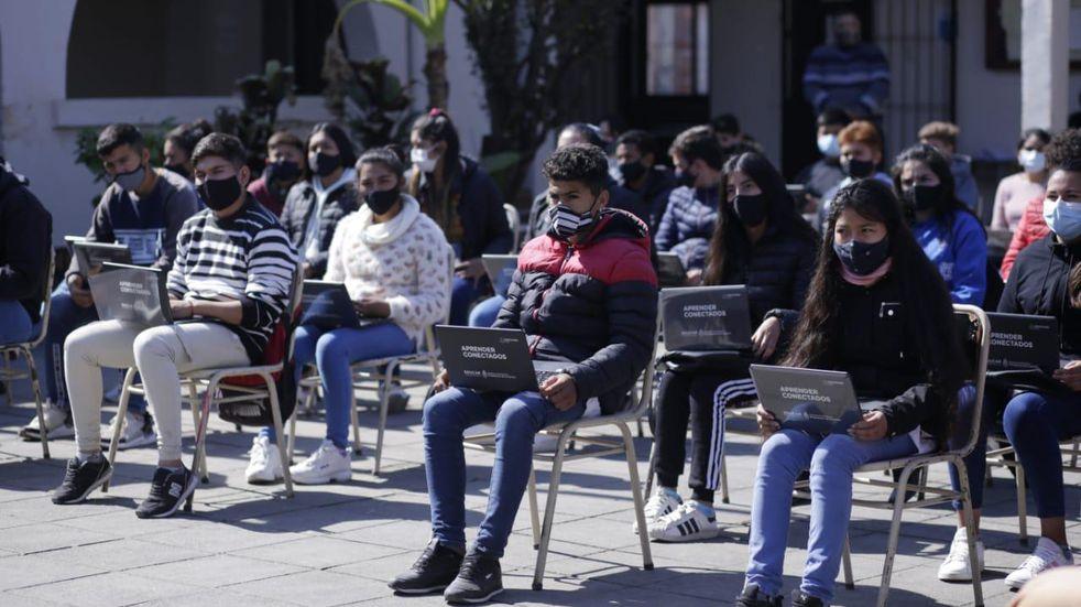 Educación: entregaron netbooks en la comuna Los Sarmientos y La Tipa