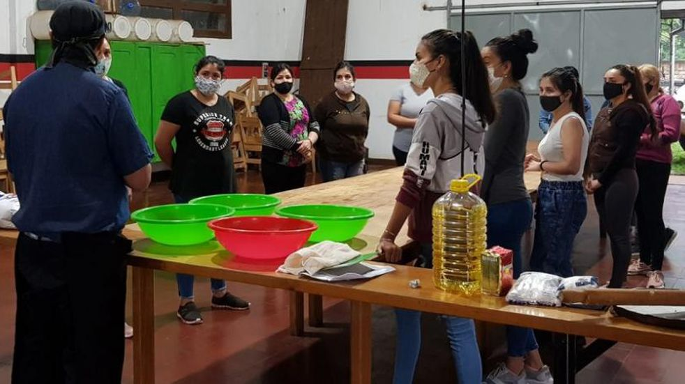 """Iniciaron los cursos de la """"Escuela Municipal de Oficios"""" en Montecarlo."""