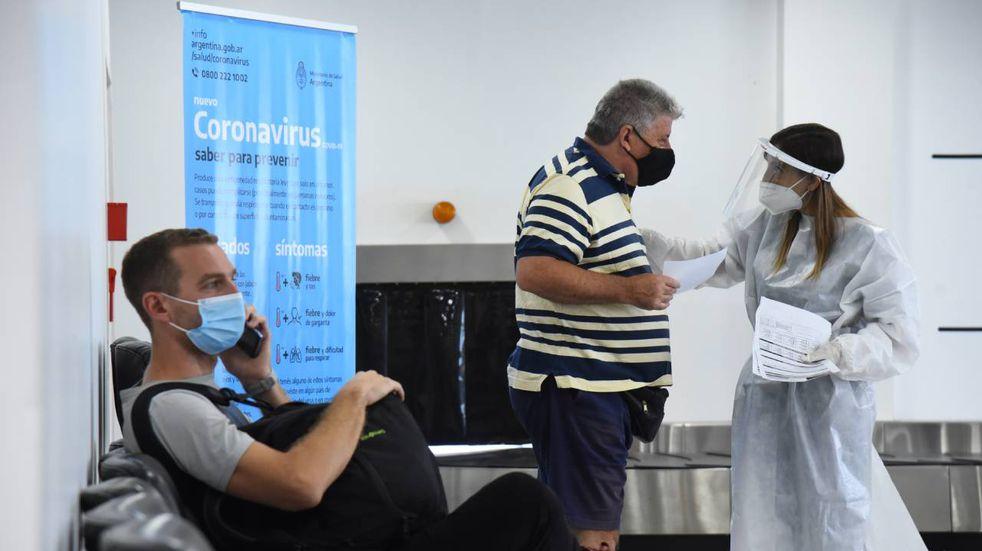 Dio positivo el 2% de los test públicos de coronavirus en Santa Fe a viajeros