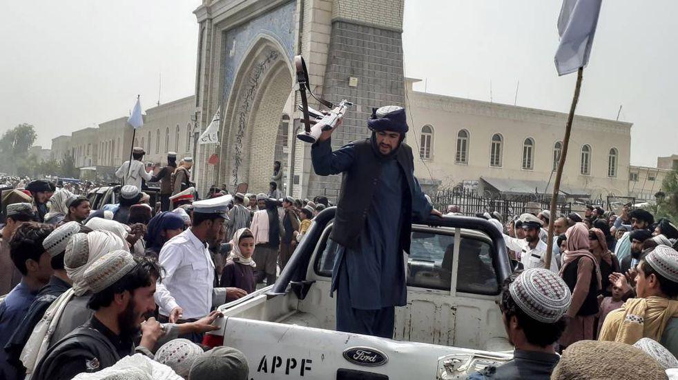 Los talibanes llegaron a Kabul y tomaron el palacio presidencial