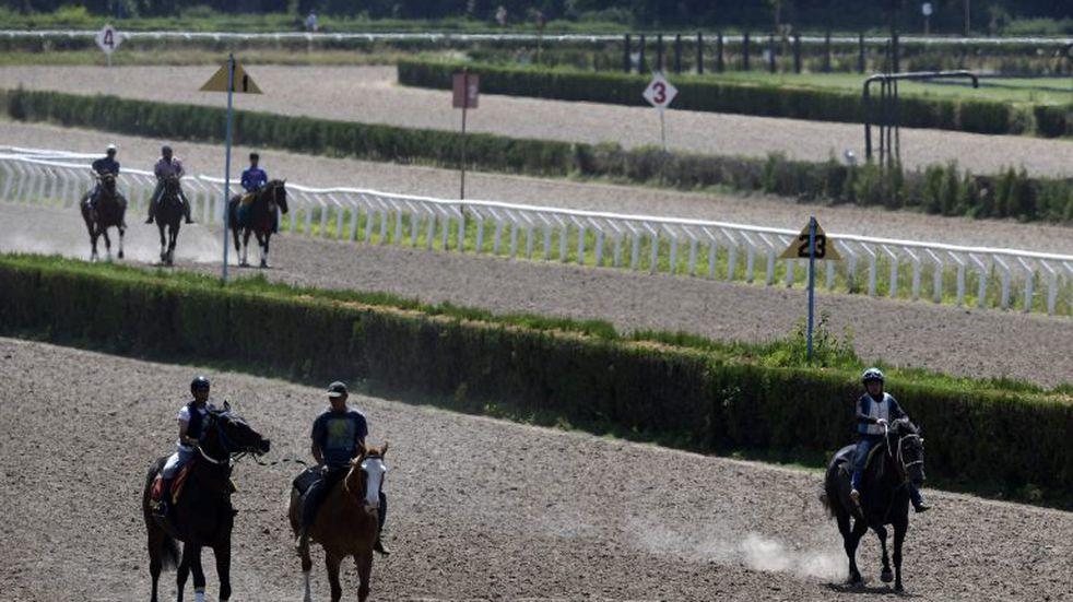Un tremendo accidente en el hipódromo de San Isidro dejó 4 jockeys internados