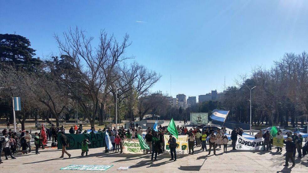 Guardaparques continúan su reclamo en Casa de Gobierno