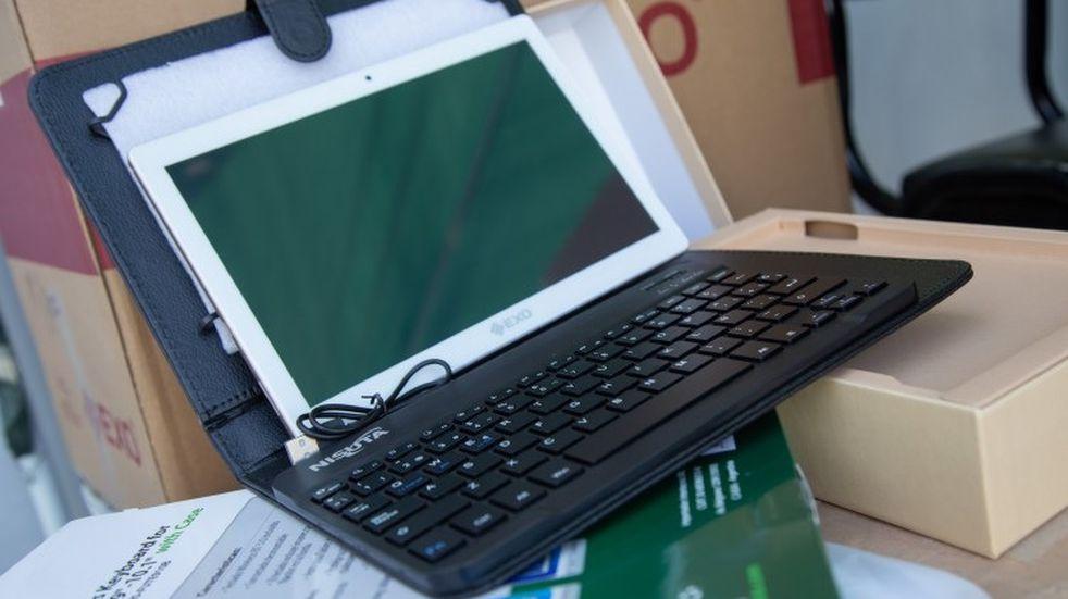 Conectividad: Entregaron 250 tablets a estudiantes en la UNCuyo