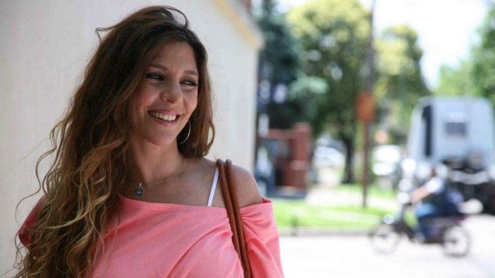 Mónica Ayos llamó la atención con una serie de fotos en lencería desde su cama
