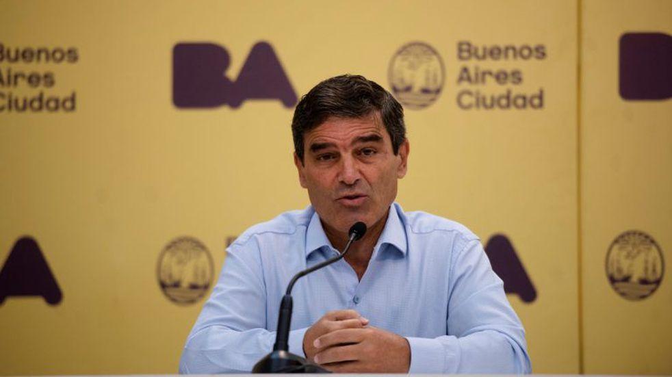 """Fernán Quirós afirmó que la vuelta a las aulas no causará """"movimientos"""" en la curva epidemiológica"""