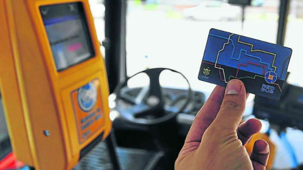 Transporte en Córdoba: el sistema urbano e interurbano podría compartir tarjeta de pago
