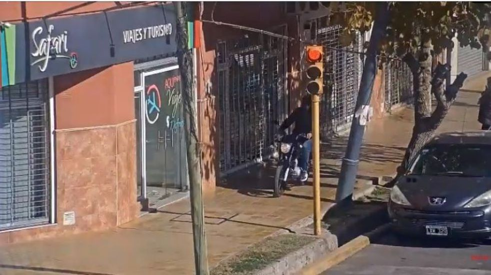 Video: persecución de película en San Juan para detener a un motochorro