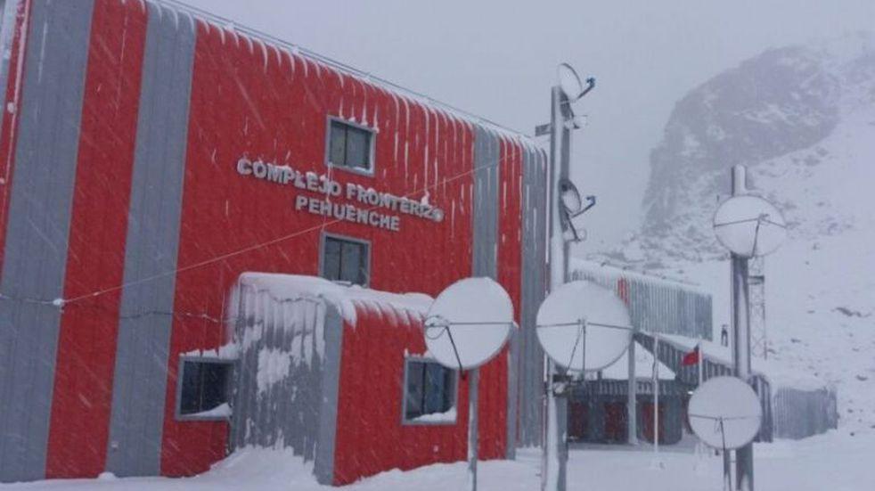 Pehuenche continúa cerrado por la acumulación de nieve