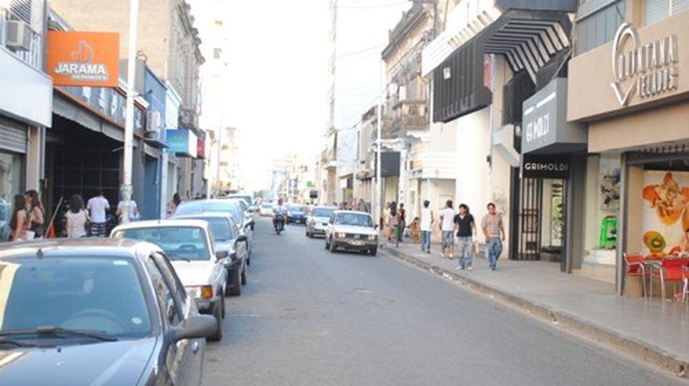 Persianas bajas y negocios cerrados en el microcentro por el Día del Empleado de Comercio