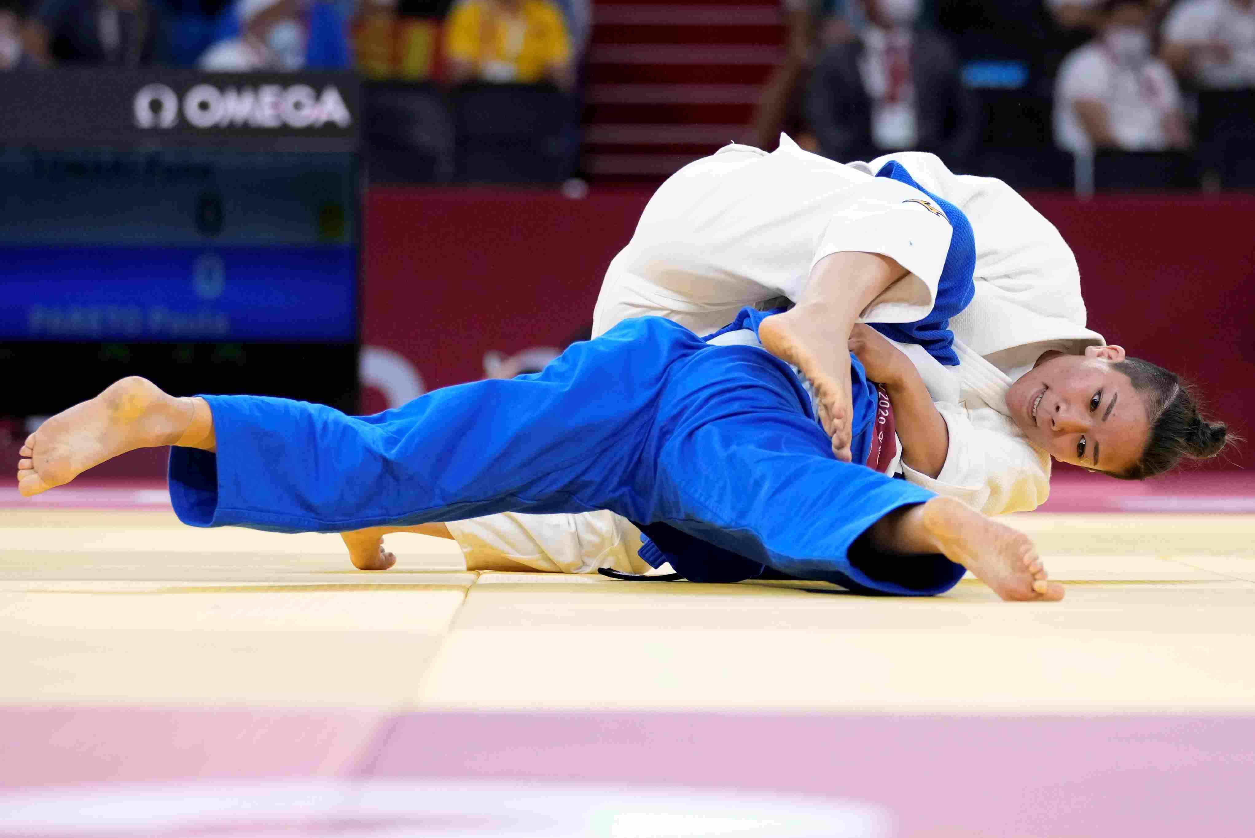Paula Pareto, campeona olímpica en Río 2016, sufrió una lesión en el codo izquierdo en cuartos de final (AP)