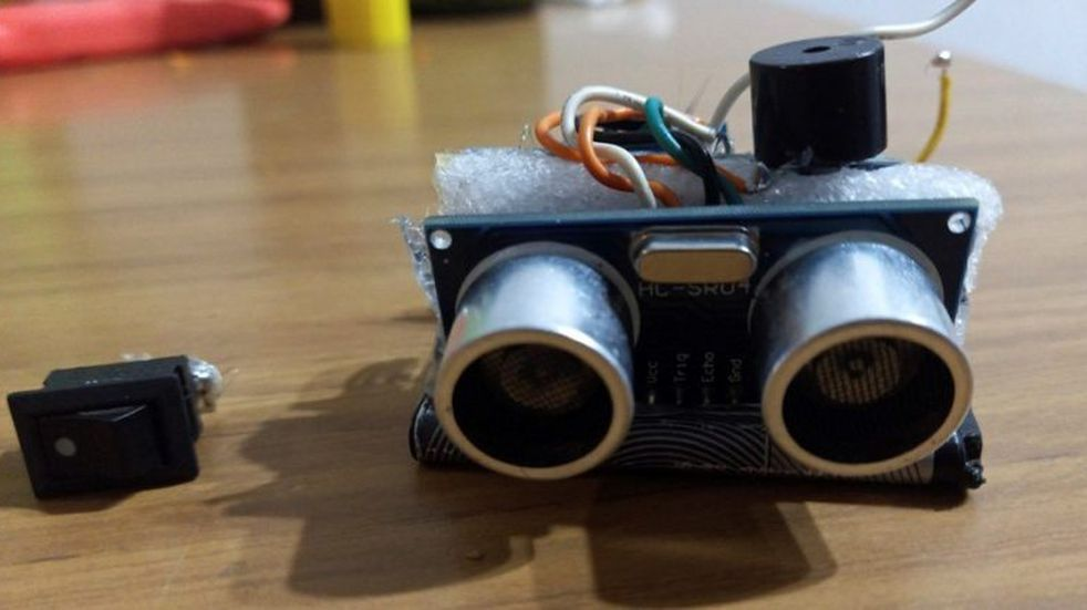 Un joven emprendedor de Santa Rosa desarrolló un visor ultrasónico para personas con disminución visual