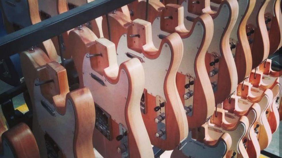 Furor en el mundo por las guitarras fabricadas con madera de lenga fueguina