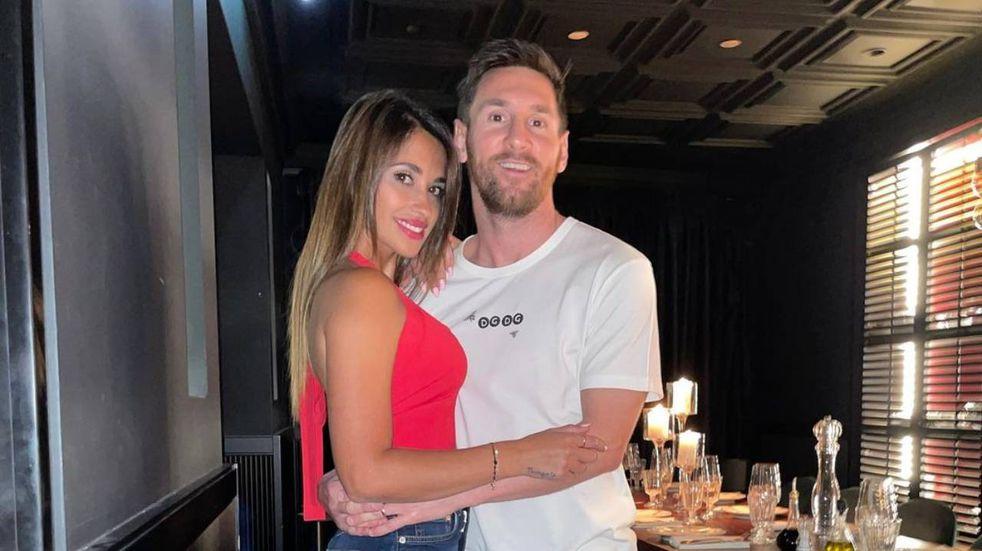 Lionel Messi y Antonela Rocuzzo en un restaurante de París. (@antonelaroccuzzo)
