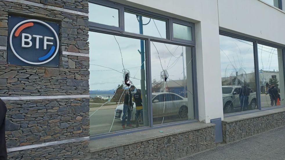 Daños materiales en la Casa Central del Banco Tierra del Fuego