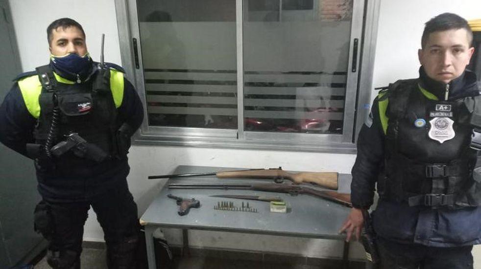 Un hombre fue detenido por llevar armas de fuego con intenciones de cometer un robo