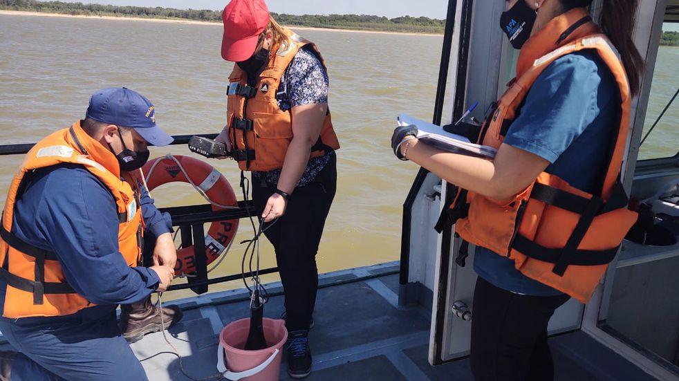 Chaco: APA monitorea el Río Paraná verificando la calidad del agua debido a la bajante histórica