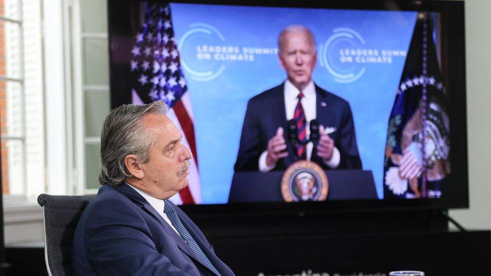 El Gobierno espera que Joe Biden libere dosis para la Argentina