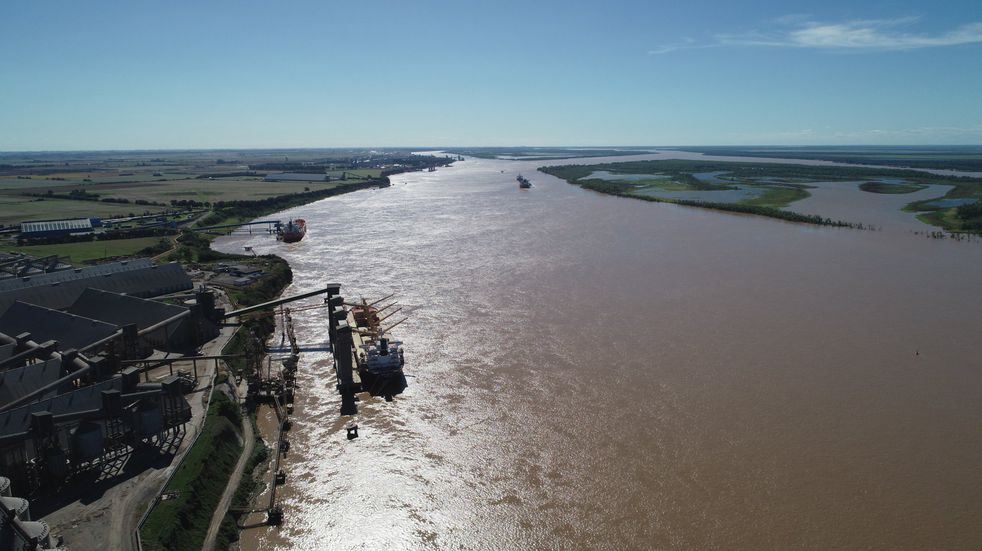 Empresa de Brasil se suma a la lista de interesadas en administrar la Hidrovía