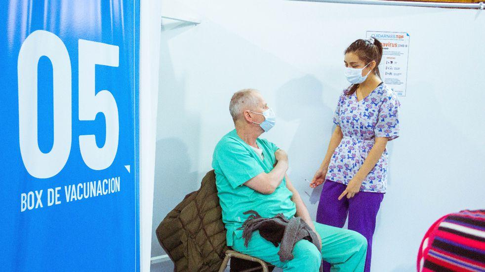 Se amplía vacunación a personas de 50 años en adelante, sin factor de riesgo.