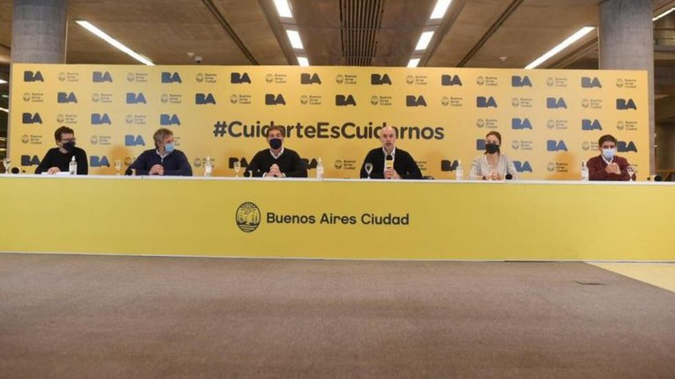 """Horacio Rodríguez Larreta: """"Los locales gastronómicos van a poder tener mesas en la calle"""""""