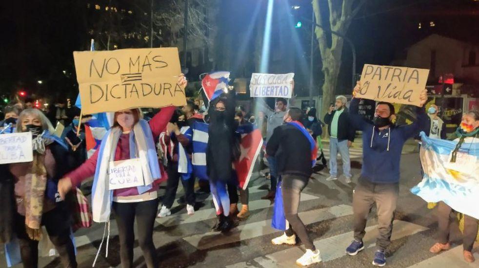Protesta en la Embajada de Cuba en Argentina