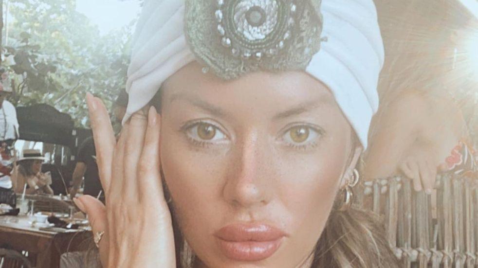 """Karina Jelinek posó en ropa interior y mostró el """"backstage"""" con Flor Parise"""