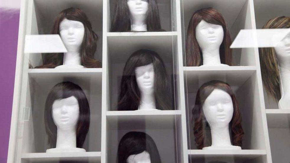 Una peluquera sanrafaelina confecciona pelucas para donarlas a pacientes con cáncer