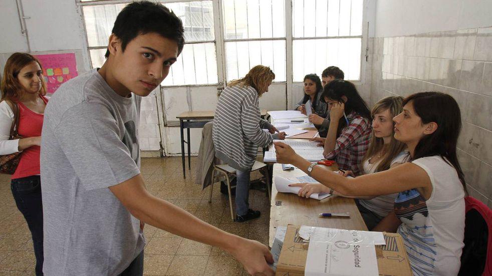 Omar Perotti envió el proyecto de voto joven a la Legislatura