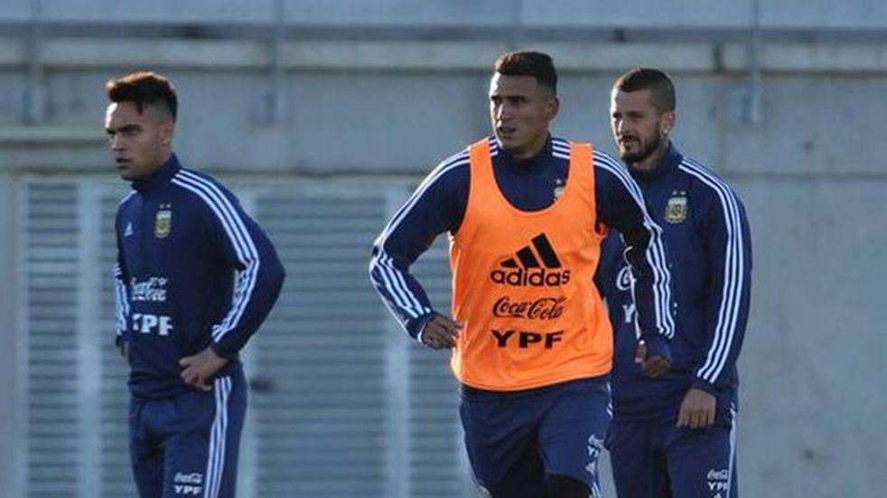 Crecen las chances de Matías Suárez para ser titular en la Selección ante Paraguay