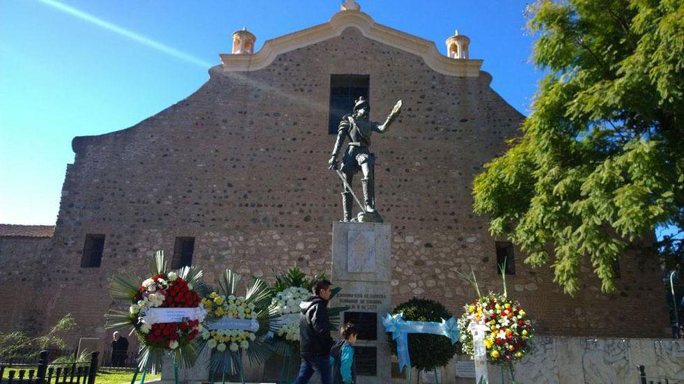 OFRENDAS. Al fundador de Córdoba, Jerónimo Luis de Cabrera (Foto archivo/Ramiro Pereyra).