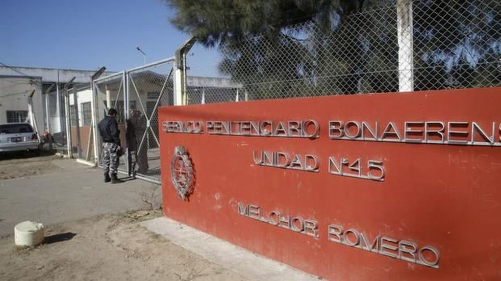 Una mujer intentó ingresar droga oculta en un pollo al penal N° 45 de Melchor Romero