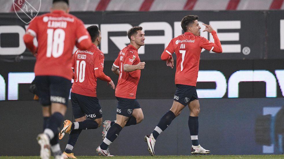Independiente le ganó 2-0 a Patronato y trepó a lo más alto de la Liga Profesional