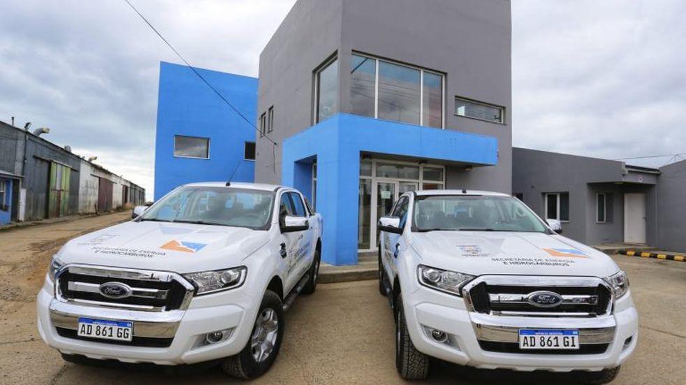 Se entregaron dos nuevos vehículos a la Secretaria de Energía
