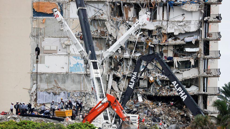 Aceleran la demolición en Miami por la tormenta Elsa
