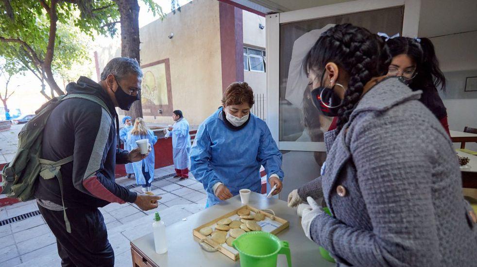 """Agasajaron con un desayuno criollo a vacunadores y vecinos de Las Heras con el fin de """"contagiar patria"""""""
