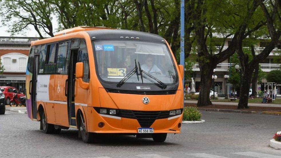 Confirman que los minibuses vuelven el 17 y el boleto seguirá en $25