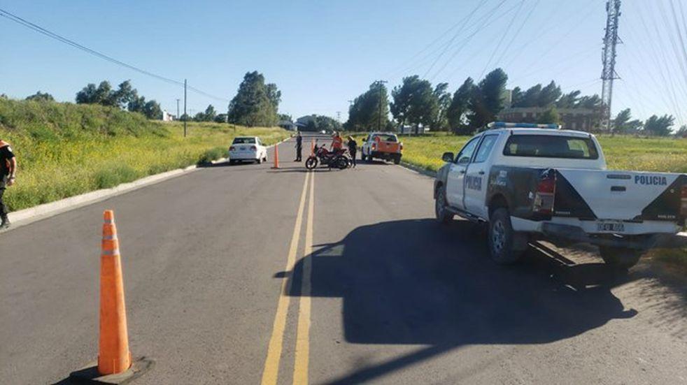 La Policía busca a un vehículo que chocó a una motociclista y se dio a la fuga