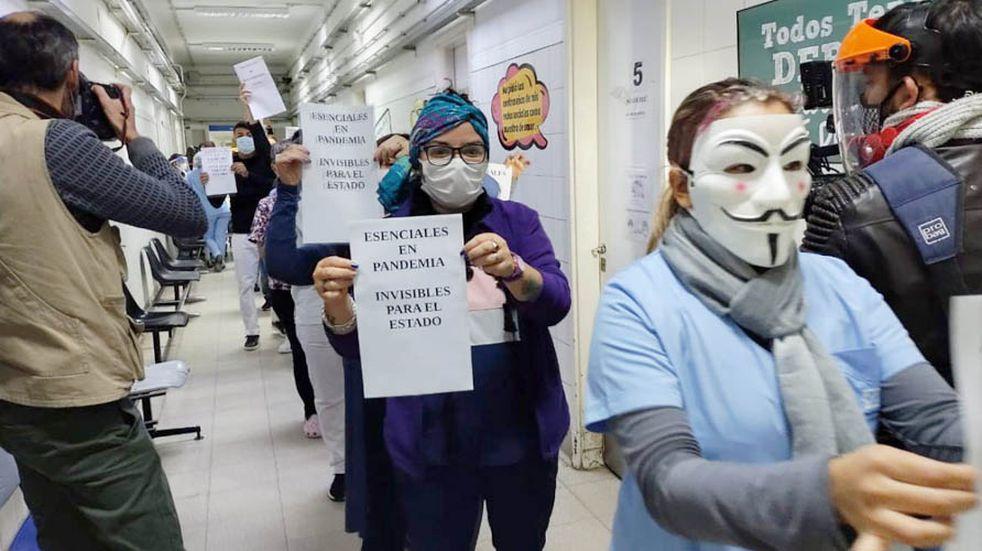 Protesta de trabajadores de Salud en el Hospital Lucio Molas de Santa Rosa