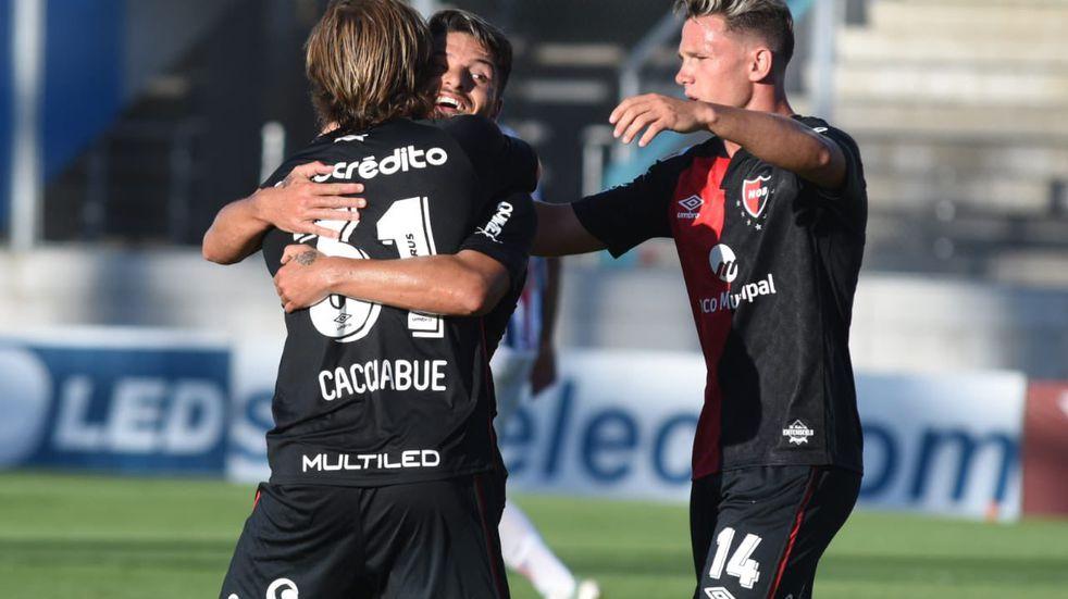 Newell's derrotó 2 a 0 a Sportivo Peñarol y pasó de ronda en la Copa Argentina