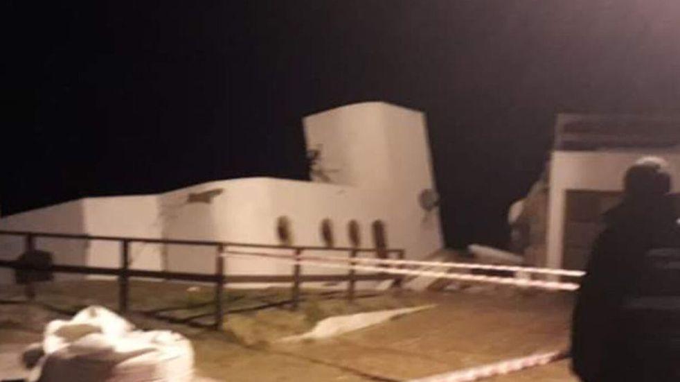 Impresionante temporal y sudestada en la Costa Atlántica: el mar se tragó una casa en Mar del Tuyú