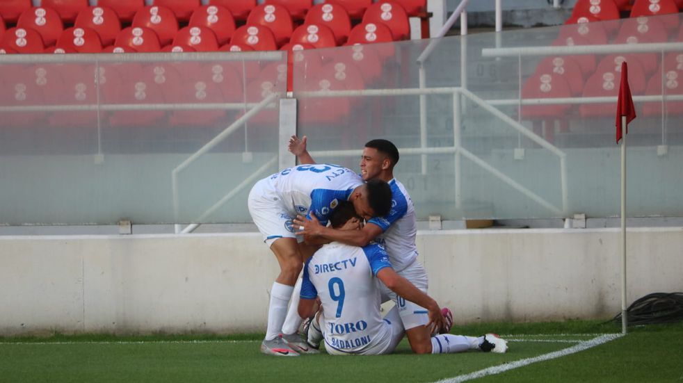 Godoy Cruz derrota por 2-0 a Independiente en Avellaneda.