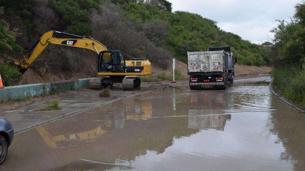 Mantenimiento en Avenida 2 hacia, Escollera Sur de Puerto Quequén