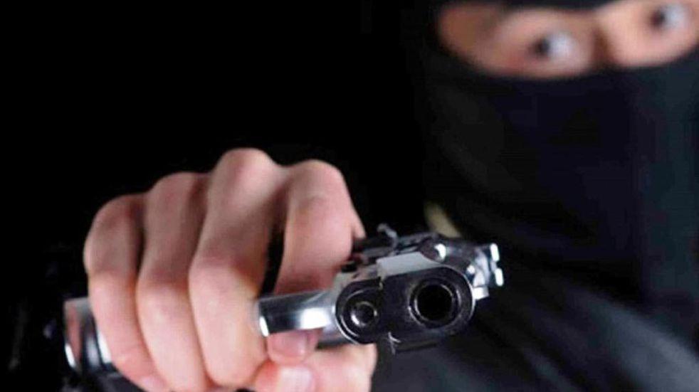 Delincuentes armados asaltaron a un motociclista y a una mujer en Guaymallén