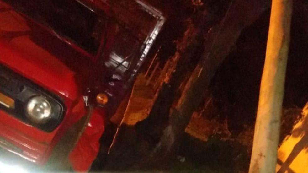 Apóstoles: manejaba borracho un camión y chocó un poste de luz