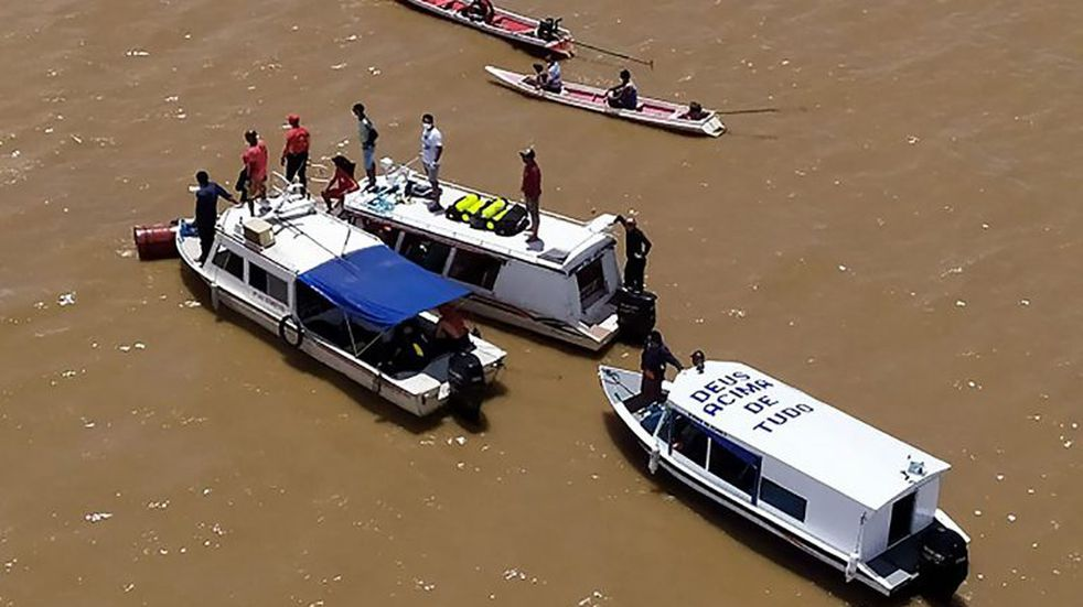 Al menos 18 muertos y 22 desaparecidos tras el hundimiento de un barco en Brasil