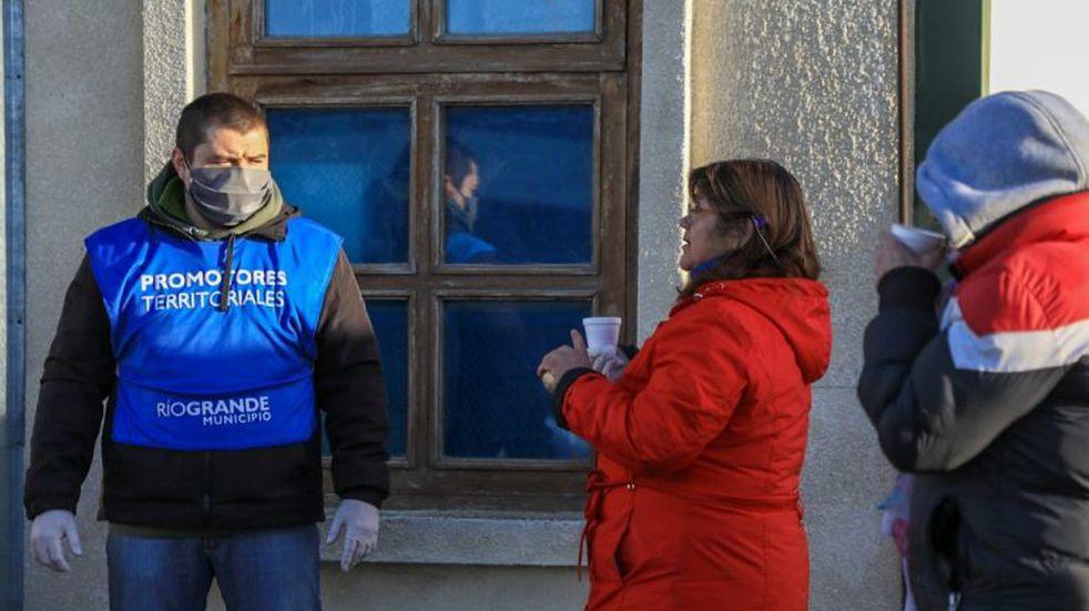 Promotores Territoriales asisten a beneficiarios del Ingreso Familiar de Emergencia
